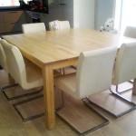 Ruokapöytä massiivikoivua, kannen mitat 1500mm*1500mm, pintakäsittelynä ruiskulakka hieman valkoiseksi sävytettynä.